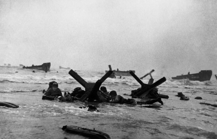 American soldiers at Omaha Beach