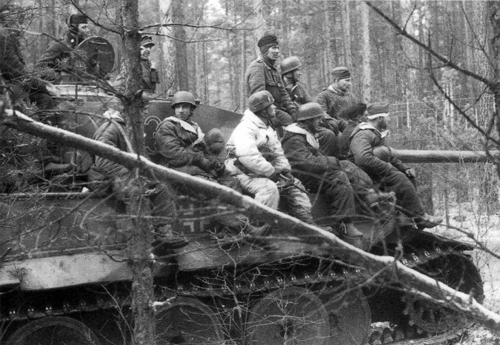 German paratroopers, Tiger tank, SS division Das Reich