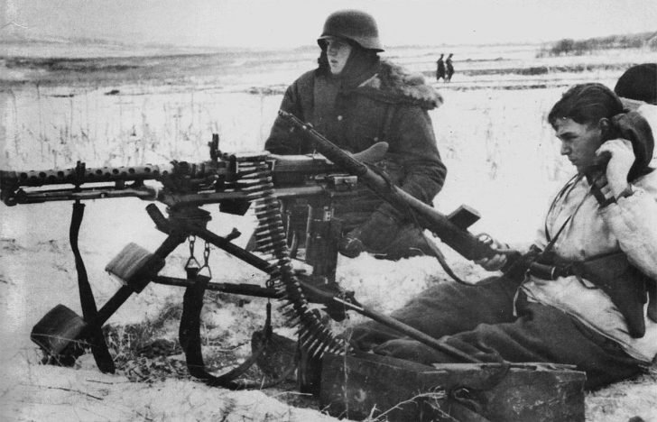 German machine-gun crew