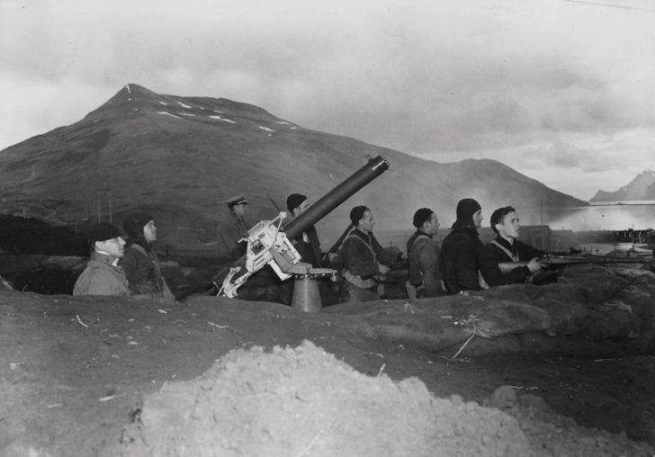 American anti-aircraft gunners