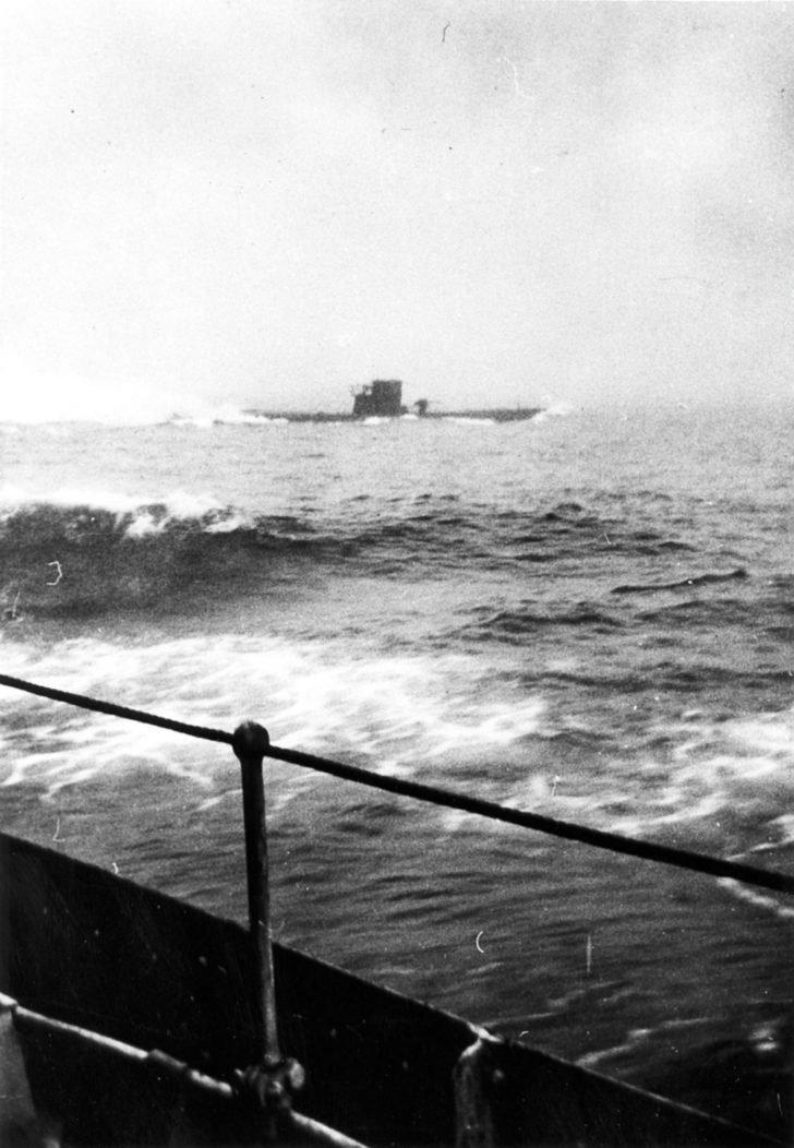 U-210 submarine, Assiniboine destroyer