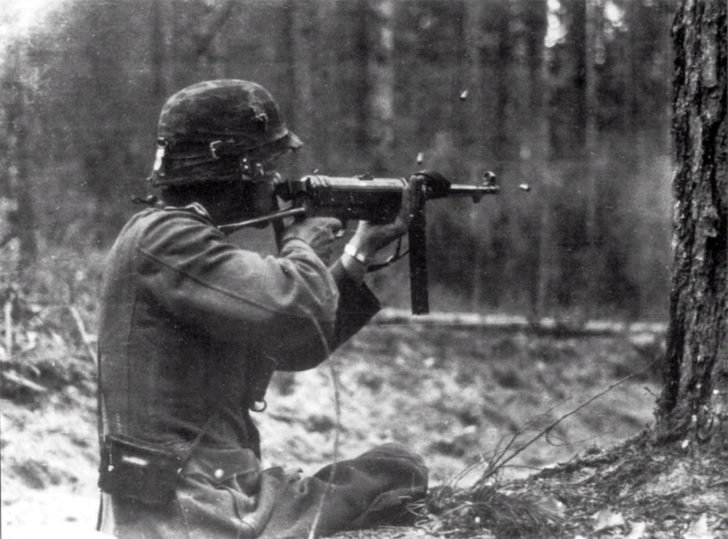 German soldie, MP.38 submachine gun