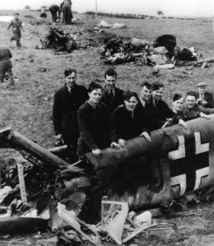 British soldiers, Rudolf Hess plane