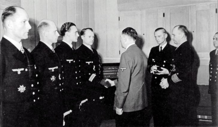 Adolf Hitler, Kriegsmarine officers