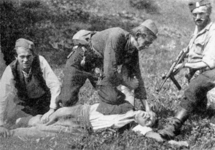 The Chetniks kill a partisan