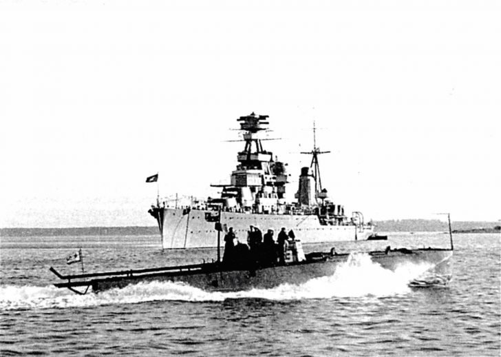 Kirov cruiser, G5 torpedo boat at sea