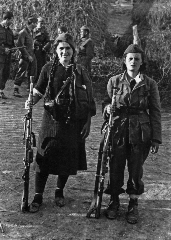 machine-gunners of the People's Liberation Army of Yugoslavia