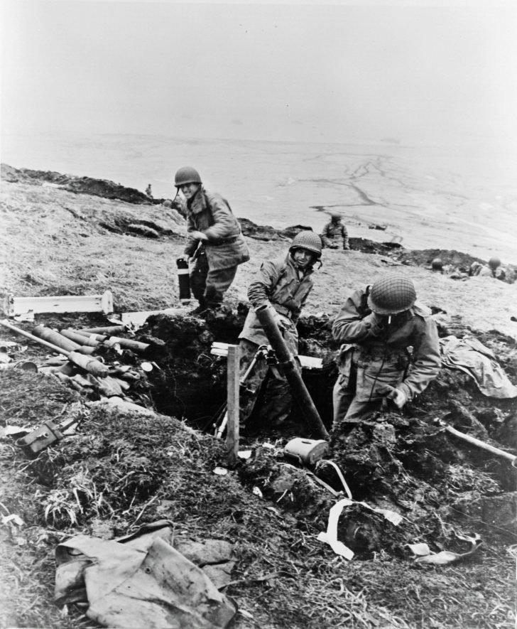 American mortar gunners