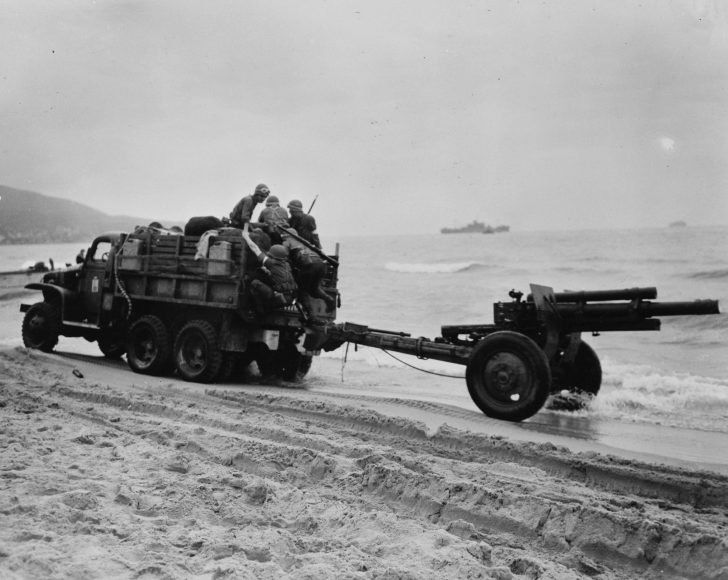 GMC CCKW 352 truck, M2A1 howitzer