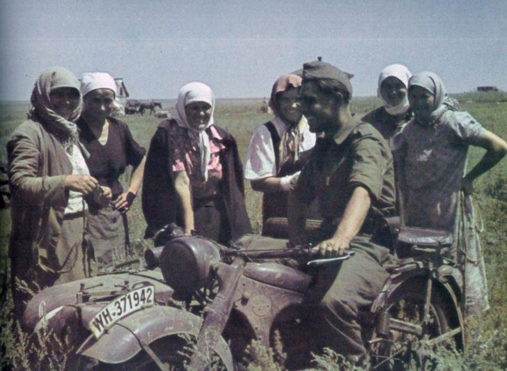 Wehrmacht war correspondent, Ukrainian women