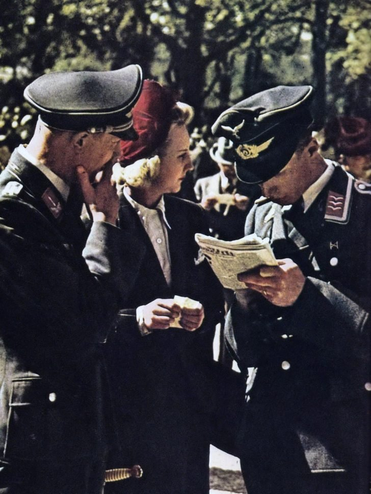 Luftwaffe servicemen, young Frenchwoman