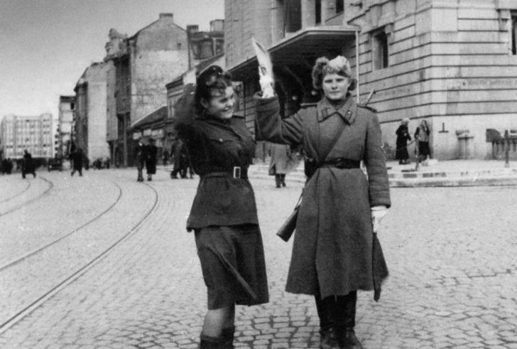 Soviet road regulator girls