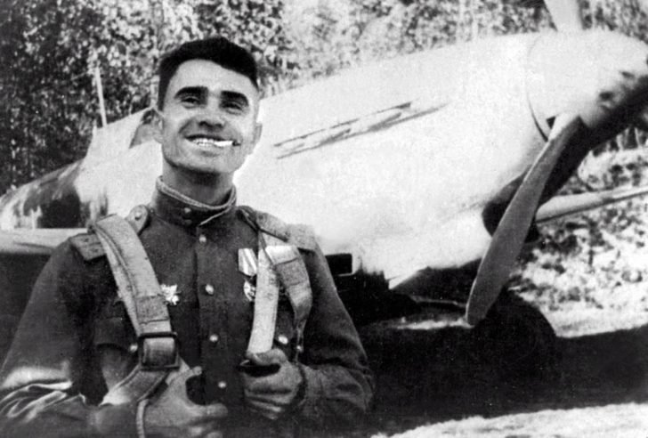 Sovipilot Viktor Kalashnikov, Yak-1B fighter