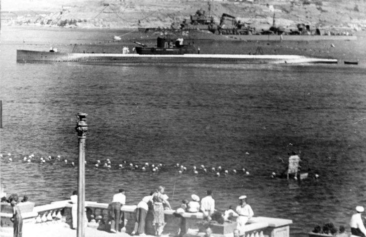 L-5 submarine, Bystriy destroyer