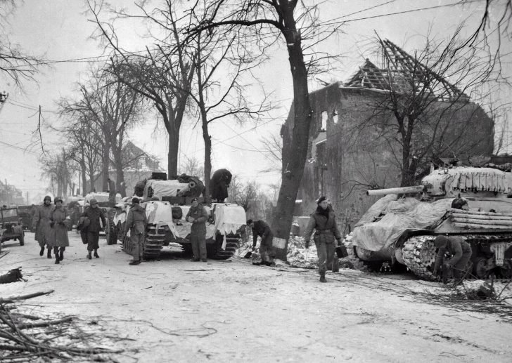 Crews of British and American tanks