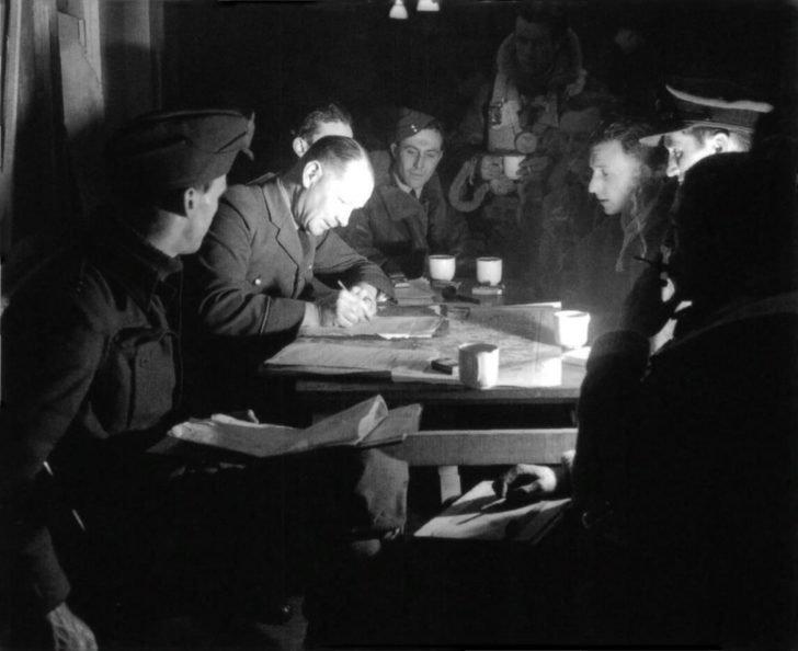 The crew of bomber, intelligence officer