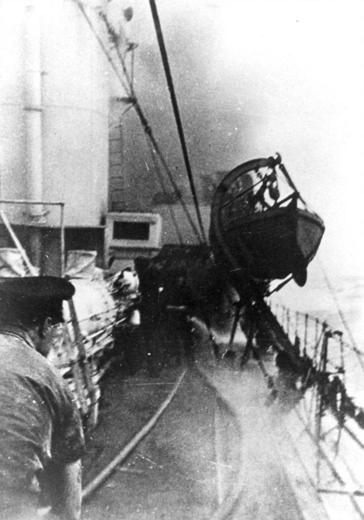 Canadian Assiniboin destroyer