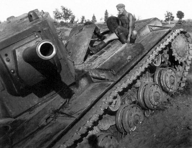 armor of the Soviet KV-2 tank